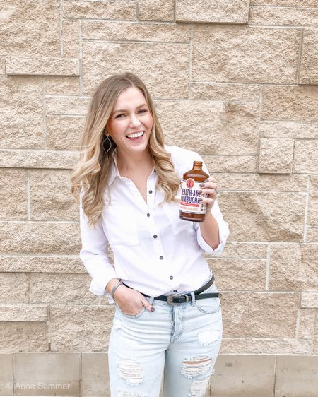 Anyone else grocery shopping today? 🙋🏼♀️ You'll want to add @healthade kombucha to your list! #partner  Health-Ade has been a staple in our household for a while, so I'm beyond excited to partner with them! Packed with probiotics + healthy acids, it's a must for #guthealth— also, the Pink Lady Apple flavor is life 🍎   #followyourgut to @target to grab all the delicious flavors, so you can SHINE, inside and out! ✨  #theshinestudio #ihearthealthade #ad     ———— ⠀⠀ #joinstatus #phillyblogger #phillyfit #phillyfitfam #phillyinfluencer #bewellphilly #collaborations #femaleentrepreneurs #girlswithgoals #bossgirlbloggers #mindbodygram #calledtocreate #scsisterlove #stylebook #ltkunder50 #ltkunder100 #ltksalealert #liketkit @liketoknow.it http://liketk.it/2A6CO