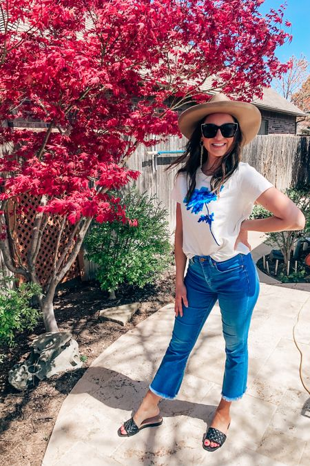 💕💗Spring sandals. Fabulous hat. Cheap big sunglasses. Flared jeans. Nude lipstick. Easy graphic T. You're set for a Sunday. ✌🏼 . . . #tshirts #flaredjeans #slideonsandals #cheapsunglasses #hat #besthats #springtrends #target #targetfashion #springstyle  . .  http://liketk.it/3c4Ae #liketkit @liketoknow.it