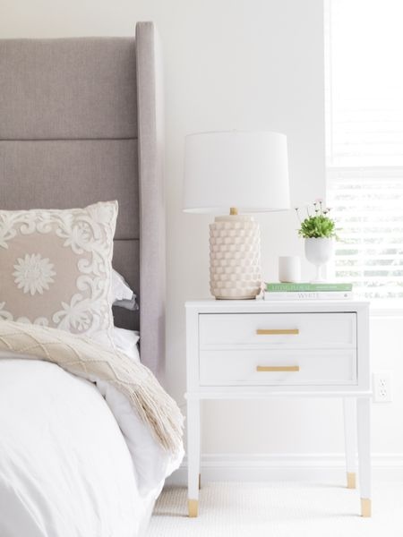Notice anything new? I'll give you three guesses 😉 I gave my bedroom a little refresh for spring thanks to @wayfaircanada and I'm in love with how it turned out! Link is in bio or lifeisbetterathome.com to see more of the pretty details 🤍 #wayfaircahome #sponsored  Are you celebrating St. Patrick's Day today? ☘️  Shop your screenshot of this pic by following me on the LIKEtoKNOW.it app. . . .  http://liketk.it/3aHrT #liketkit @liketoknow.it