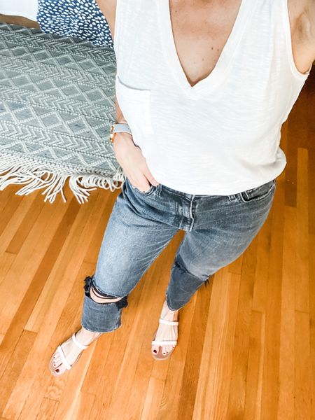 A perfect classic look for fall! A cotton T-shirt and jeans.  #LTKstyletip