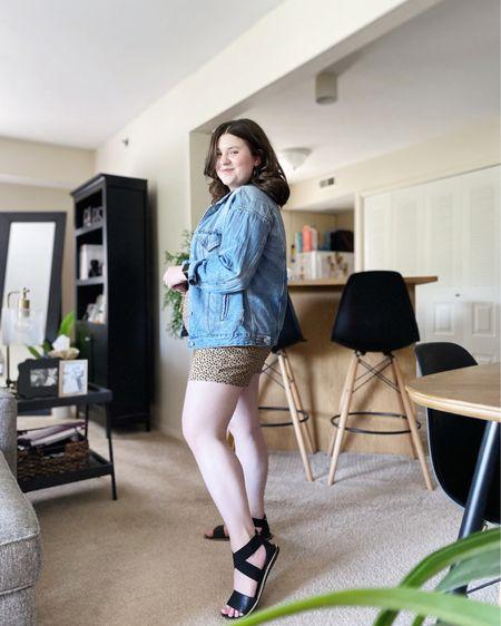 Linen shorts outfit.   Shop my look and similar items at thefellowfashionista.com or the @liketoknow.it app. Sizing details on my blog.    http://liketk.it/3jmbm    #liketkit   #LTKstyletip     #LTKunder50   #LTKunder100