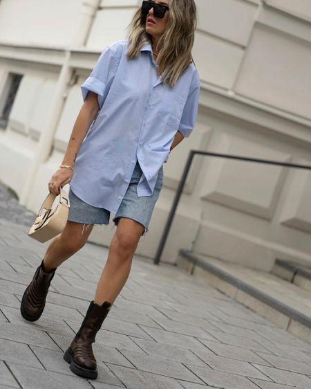 http://liketk.it/2RVzB #liketkit @liketoknow.it Casual Look, Denim Shorts, Seidensticker Hemd, Männerhemd, Bottega Veneta Boots, Bottega Veneta Pouch