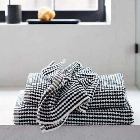 No more boring #bath #towels 💯 Cotton 🛀 🌚 Black and white circles dot this jacquard woven hand towel in a bold pattern that reads like stripes. A contrasting vertical-striped hem completes the absorbent towel's mixed pattern look.   http://liketk.it/3jdZE #liketkit @liketoknow.it   Shop your screenshot of this pic with the LIKEtoKNOW.it shopping app    @liketoknow.it.home @liketoknow.it.family @liketoknow.it.brasil @liketoknow.it.europe #LTKhome #LTKfamily #LTKsalealert  @cb2 #cb2 #cottontowels