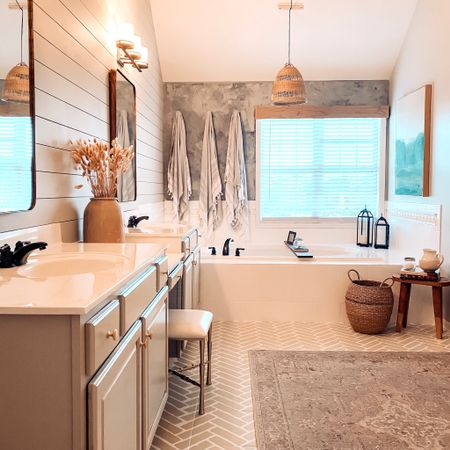Master Bathroom!  #liketkit @liketoknow.it #LTKhome #LTKunder100 http://liketk.it/2XKPZ