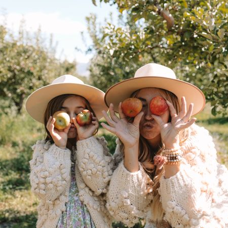 wish we were back at this cute little apple orchard this weekend! 🍎🍏 had to take the opportunity while we were there to recreate this photo from our last trip to an apple orchard two years ago! what do you guys think: pumpkin patch or apple orchard? both things really just aren't the same here in the desert, so I'd take either if it came with sub 90 degree temps 😅😂.  . oh and - finally got that blog post up from our recent trip to find fall! from where we stayed, to what we did, wore, and ate, I broke it all down for ya. 10/10 would recommend fall in the mountains of colorado 😍🍂🍁 thelovedesignedlife.com . you can instantly shop my looks by following me on the LIKEtoKNOW.it shopping app http://liketk.it/2YvjN #liketkit @liketoknow.it #LTKfamily #LTKtravel @liketoknow.it.family   . . . . . #lovelywanderings #familytravel #beautifulviews #thediscoverer #passionpassport #darlingescapes #postcardsfromtheworld #withoutwalls #itsamazingoutthere #abmtravelbug #runwildmychild #lovelifeoutside #outdoorfamilies #adventuresofchildren #aspensnowmass #fallincolorado #aspenco