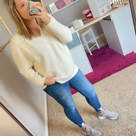 Chilly April day, off to watch some baseball.  This loft sweater is perfect for the transition of spring to summer and comes in a few colors. Link to it all is in my stories! Hope you all have a great Saturday. 🌸 ☀️  #liketkit @liketoknow.it http://liketk.it/3c0HT