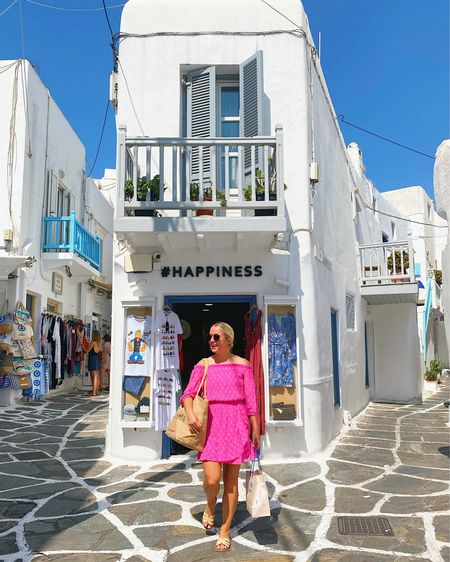 Lilly Pulitzer romper (true to size!) for shopping in Mykonos 👛 #LillyPulitzer #resortwear