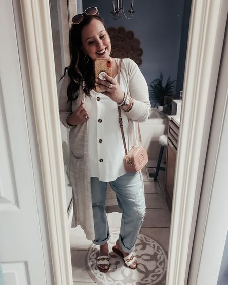 Mom jeans for a moms night out!  I finally got to wear my brand new sandals and earrings from Simpleesweet Boutique! I'm loving the style of this boutique and can't wait to share all the pieces I just got in! If you use the code Chessie15 you can save 15% on your order! Check them out! ❤️   http://liketk.it/3dI1N #liketkit #LTKstyletip #LTKunder50 #LTKshoecrush @liketoknow.it