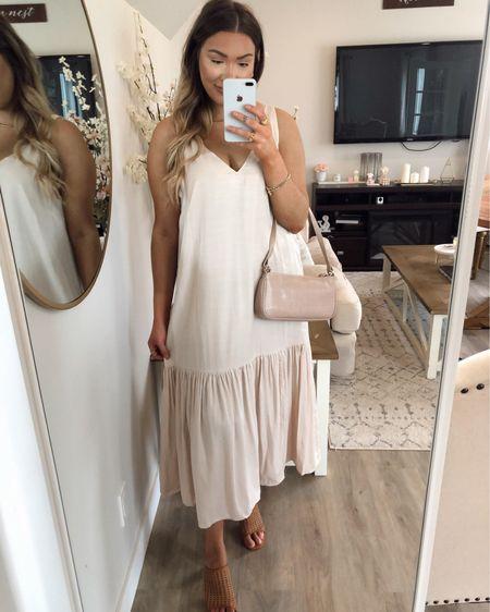 V neck maxi dress   http://liketk.it/3je1O #liketkit @liketoknow.it #LTKstyletip #LTKunder100 #LTKshoecrush