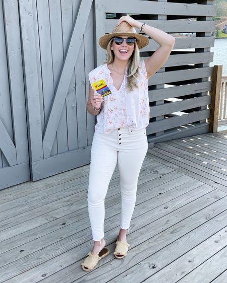 ☀️😎 @belladahl floral top is so cute! Wearing size medium #liketkit @liketoknow.it http://liketk.it/3iCXr #LTKunder100 #LTKunder50