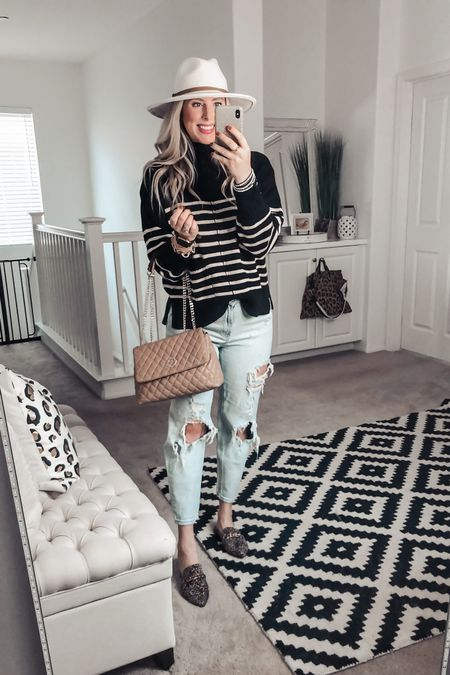 This striped sweater is Fall perfection! And this quilted bag is a must ❤️ Wearing a M   http://liketk.it/2Yrx5 #liketkit @liketoknow.it #LTKstyletip #LTKunder50 #LTKsalealert