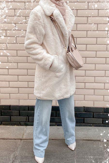 Faux fur coat - wide leg jeans - jeans - winter wear - winter outfit - autumnvibes   @liketoknow.it #liketkit http://liketk.it/32VrJ Shop my daily looks by following me on the LIKEtoKNOW.it shopping app #LTKeurope #LTKsalealert #LTKstyletip