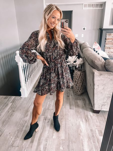 Fall is coming! Give me all the floral dresses and booties 🙌🏻