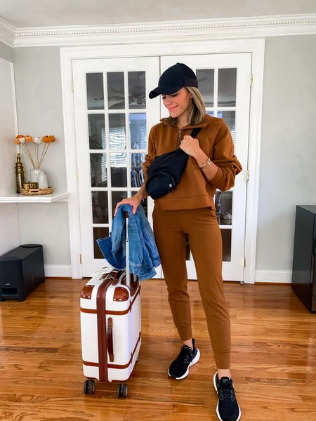 Travel outfit, travel style, airport style, airport outfit joggers size 4 sweatshirt M/L  #LTKfit #LTKtravel #LTKunder100