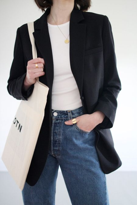 My favourite black blazer. Just oversized enough. Plus my go-to fitted white tee. Always an easy combo for this time of year.  Blazer & Tee - Everlane - TTS  Jeans - Vintage Levi's
