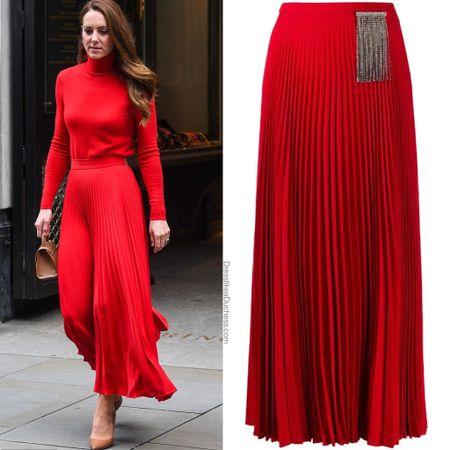 Kate wearing Christopher Kane skirt (confirmed by the brand)   #LTKeurope #LTKstyletip