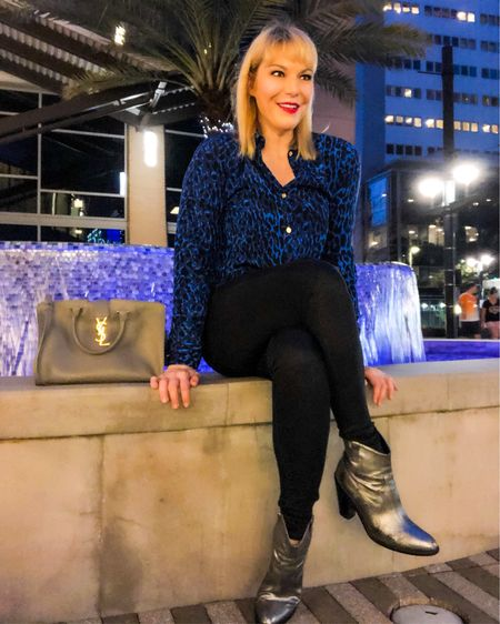 🎶 Black velvet and that little girl smile,  black velvet and that slow southern style 🎶  One of my fav tunes of all time and even though I'm wearing blue velvet I thought it worked! This was my #concertootn seeing the @ginblossomsaz @hobhouston. It was a fab concert! Shop my #rockconcertoutfit 👉 http://liketk.it/2Aopa or Download the LIKEtoKNOW.it app to shop this pic via screenshot @liketoknow.it #liketkit #LTKcurves #LTKunder50 #LTKshoecrush #LTKitbag