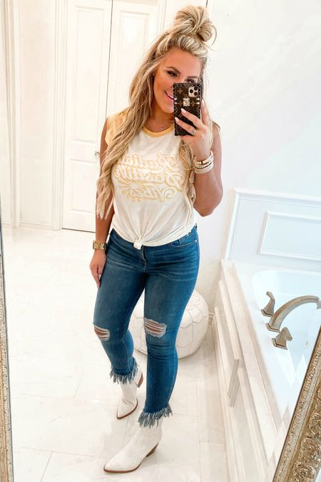 Wearing a size medium in top & size 8 in jeans! The best high waist support denim! Only $26! http://liketk.it/3l3MK #liketkit @liketoknow.it