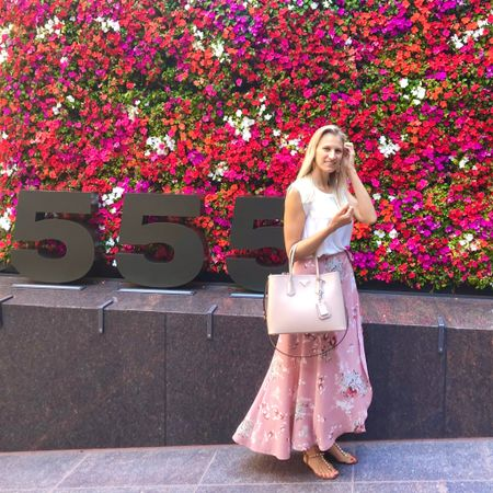 Several of you asked about this outfit a couple weeks ago when I shared our brunch date on stories. The wrap maxi skirt is a few years old so I'm linking some similar summery looks for you. How pretty is this flower wall?! It was out first patio lunch date in the city in probably 6 months! You can instantly shop my looks by following me on the @liketoknow.it shopping app under 'TheClassyWoman' #liketkit http://liketk.it/2Uhzp #LTKworkwear  #summerstyle #ootdmagazine #wrapskirt #classicstyle #feminine #flowerwall #sanfranciscoblogger #floral