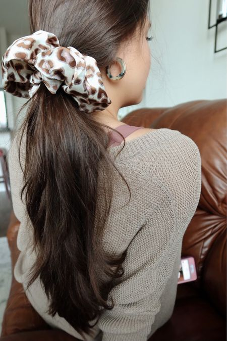 How to tame a crazy pony 🐎👇🏼 A super scrunchie. My summer fav that will for sureeee be making its way into fall. I have at least 4, it takes a village...  P.s Who's ready for fall?! I cannot get over where summer went? I don't mind though. Ready for all my fall feel basix🥰  PonySupplies👉🏼 @liketoknow.it http://liketk.it/2Tp0n #liketkit #LTKbeauty