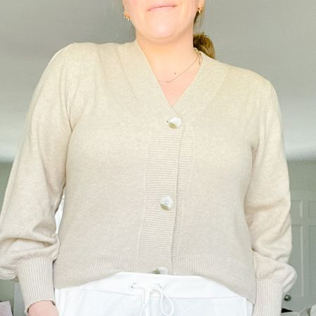 This sweater is under $30, and amazing quality! @liketoknow.it #liketkit http://liketk.it/39dSX #LTKunder50 #LTKcurves #LTKstyletip
