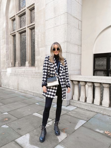 Just one more blazer won't hurt 👀  Couldn't resist this one from @riverisland - I'm obsessed with the longer length & it's a little thicker so perfect for the coming months 🖤 full outfit links over on my story #ImWearingRI ad