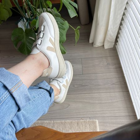 90s girl. 90s high waisted loose jeans 👖  Veja sneakers 👟    http://liketk.it/3hM4P #liketkit @liketoknow.it  Shop your screenshot of this pic with the LIKEtoKNOW.it shopping app  @liketoknow.it.family @liketoknow.it.home @liketoknow.it.brasil @liketoknow.it.europe #LTKfit #LTKstyletip #LTKshoecrush #ltkday
