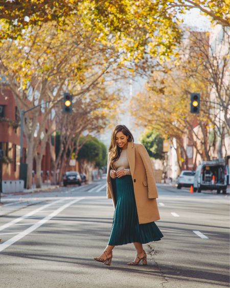 Enjoying every bit of fall before it goes away 🍂 What I love about fall fashion is putting together color combos. If you don't know where to start, here's a tip: pick a neutral color, like black, grey or camel, and pair it with a bold color like yellow, red or emerald green. I love pairing camel with emerald green or burgundy. Shop my look on @liketoknow.it http://liketk.it/2H2S6 #liketkit