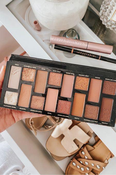 Eyeshadow palette 🧡🧡 #liketkit @liketoknow.it http://liketk.it/3gMAl #LTKbeauty