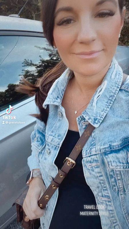 Travel look ✈️  . . #WhatIWore #PalmCoastFlorida #Florida #Travel #TravelStyle #wiw #lotd #ootd #Flowydress #floraldress #Maternity #Non-Maternity #bumpstyle #BumpFriendly #3rdtrimester #thirdtrimester #31WeeksPregnant #Pregnancy #targetstyle #target #babyshowerdress #crossbody #flipflops #sandals #dresses