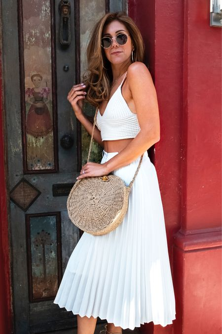 Sunday funday - white skirt with crop top http://liketk.it/2Cf4x #liketkit @liketoknow.it