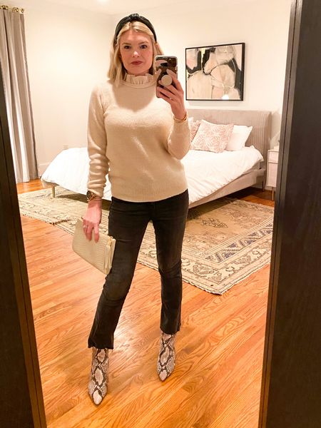 Must document the rare opportunity to not be in pajamas or scrubs. 💁🏼♀️ You need this sweater, btw.   #LTKstyletip #LTKunder100 #LTKSeasonal