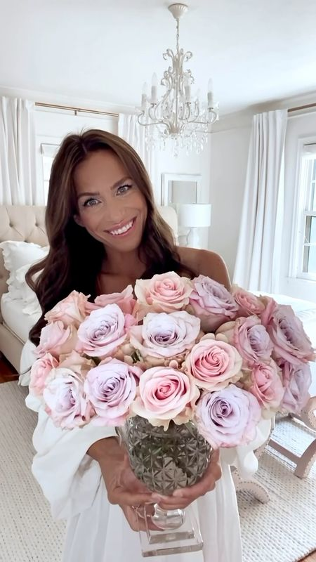 Happy #FloralFriday!! Today, I'm sharing a simple floral arrangement and a trick that I truly wish worked! If only! Happy Friday! 🌸  #LTKunder50 #LTKunder100 #LTKhome