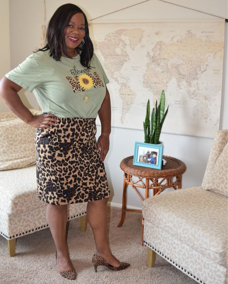 Happy hump day 🐪!  I've linked all the details of this outfit.  I know I've already talked http://liketk.it/2Xaqd  to some of you regarding this cute tee from @sheincurve 💕.  This tee is only $11.00 and available in 5 other colors.  Shop my daily looks by following me on the LIKEtoKNOW.it shopping app @liketoknow.it  . .  #LTKcurves #LTKunder100 #LTKsalealert #liketkit