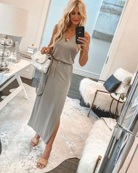 This is such a gorgeous under $50 summer dress! It runs tts I'm wearing an XS @liketoknow.it #liketkit http://liketk.it/3g84o #LTKunder50 #LTKunder100 #LTKstyletip http://liketk.it/3hgky