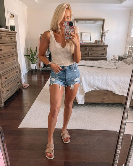 Shop my OOTD! My FAVORITE demin shorts are 15% today (no code needed)! Wearing size 26 curve love. Also, my tank is 15% off with code LAURAGRAHAM15 👏🏻    http://liketk.it/3iUUs #liketkit @liketoknow.it