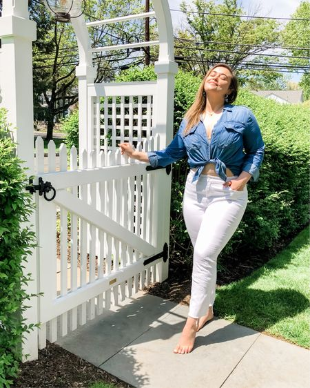 """Me: """"I ... declare ... WHITE JEANS SEASON""""  Them: """"hey just so you know, you can't just say the words 'white jeans season' and expect anything to happen""""   Me: """"I didn't say it, I declared it""""   NAME THAT QUOTE 🤣   http://liketk.it/2OQHH @liketoknow.it #liketkit #StayHomeWithLTK #LTKcurves #LTKunder100"""