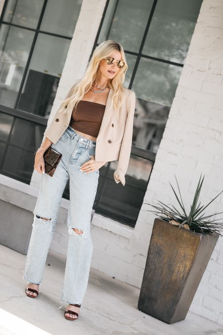 Hey Siri - play me an amazing video filled with all the hottest FALL TRENDS along with affordable FALL looks 🖤 DONE! #ad #expressyou #expresspartner  Sharing the latest FALL TRENDS and 10 fabulous fall looks with @express over on YOUTUBE >> #linkinstories   My favorite fall trend would have to be crop tops and blazers! STYLE TIP ~ pairing the crop top with high-waisted denim is key to making the look!   And can we talk about how insanely cool these wide leg jeans are?! Yes, they're from Express and trust me when I say they're the best jeans I've tried on in a REALLY long time and you won't believe the price.! They run tts, I'm wearing a zero regular.   Shop the look by clicking the link in bio and to watch the video head over to my stories.   Have a fabulous weekend!!      #LTKunder50 #LTKstyletip #LTKunder100