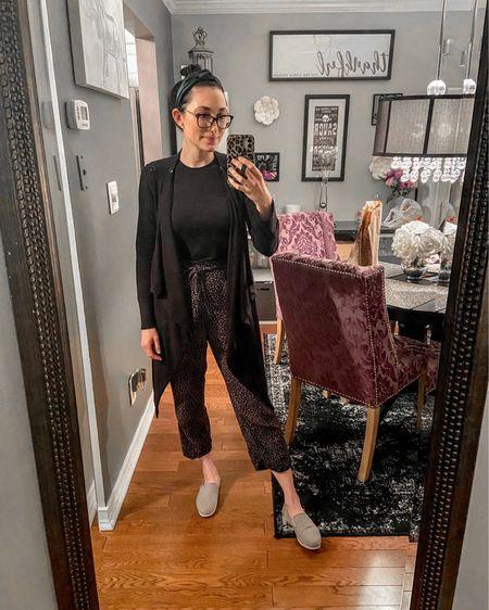 The most comfy work from home outfit 🖤 http://liketk.it/2MrDA #liketkit @liketoknow.it #StayHomeWithLTK #LTKworkwear #LTKstyletip  joggers / cardigan / leopard / headband / cozy / loungewear