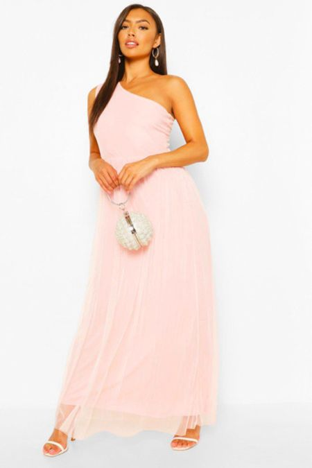 """Must have summer maxi dresses for petite women. Are you 5'3"""" or thereabouts and have trouble finding maxi dresses that won't make you trip over? These maxi dresses were created for petite women. Perfect for all summer occasions   #LTKcurves #LTKunder50 #LTKstyletip"""