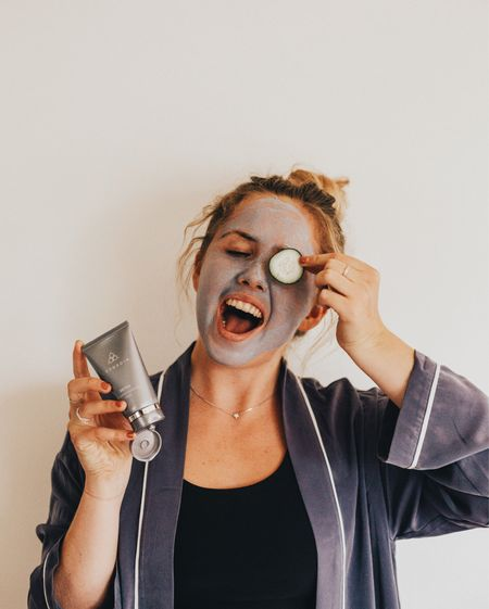 As the summer comes to an end, I say it's time to detox. Nothing better than an activated charcoal mask to clean & replenish my flaky, sunkissed face! My skin deserves this TLC after a couple months of harsh sun and outdoor activity! 💙 @cosmedix_ #cosmedixcrowd  http://liketk.it/2sDww #liketkit @liketoknow.it