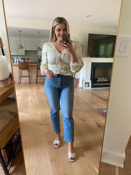 This top is everything! I'm also loving these non- distressed jeans 🙌🏻 . . Follow me on the LIKEtoKNOW.it shopping app to get the product details for this look and others   http://liketk.it/3fMaE #liketkit @liketoknow.it #LTKunder50 #LTKstyletip #LTKcurves