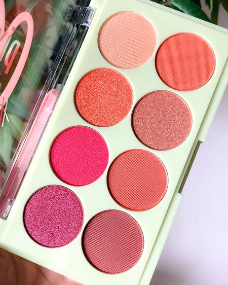 Happy Friday guys! I'm sooo ready for the weekend! Today on the blog I'm sharing a few favorites from this week including this gorgeous palette from @pixibeauty! I also shared two current favorite podcasts: @influencedthepodcast with hosts @simplystineco and @bourbonandlipstick, and @ericaligenza's THRIVE podcast, and more! Head on over to the blog to check everything out! 💕 ⠀⠀⠀⠀⠀⠀⠀⠀⠀⠀⠀⠀⠀⠀⠀⠀⠀⠀⠀⠀⠀⠀⠀⠀⠀⠀⠀⠀ #MissHopeElizabeth  #Blogger #BloggerVibes #IGBlogger #CaffeinateAndConquer #LifestyleBlogger #BloggerStyle #WilmingtonBlogger #HappyBlogging #StyleBlogger #BloggersGonnaBlog #ThatsDarling #DarlingWeekend #NCBlogger #WilmingtonNC #NorthCarolina #RaleighBlogger #WrightsvilleBeach #KureBeach #ILM #CarolinaBeach #THRIVEPodcast #InfluencedThePodcast #FavoritePodcasts #PixiBeauty #EyeshadowPalette #Eyeshadow #CrueltyFree #liketkit @liketoknow.it http://liketk.it/2Gfx8
