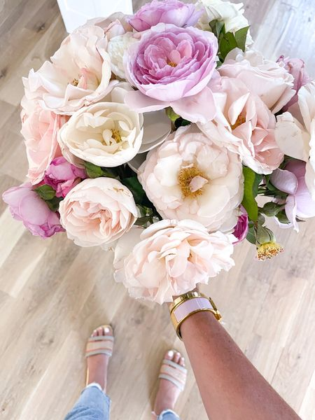 Happy Friday! 🌸 Wish you could smell these roses from @gracerosefarm - they smell so amazing!! PS: @gracefosefarm has graciously offered 20% off your order w/ code BH20! #ootd #fashion #friday #tgif #flowers #roses #gracerosefarm #dior #frame #athome   #LTKunder100 #LTKsalealert #LTKhome