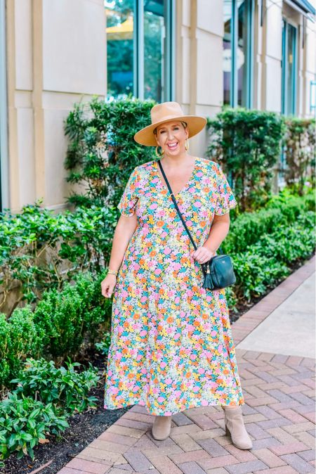 I don't know about you, but I love floral print all year long and I think transitioning your florals to fall comes down to accessories! This midi is sold out but I've linked all my faves!