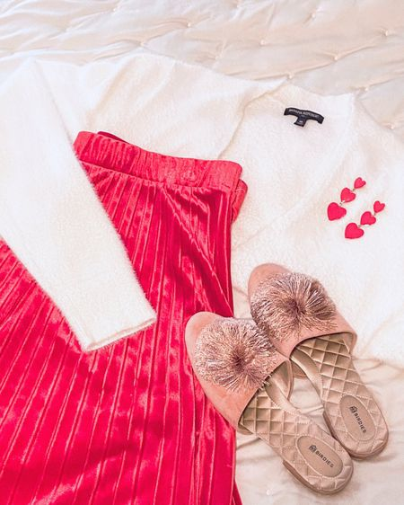 @liketoknow.it #liketkit http://liketk.it/37Z0g Valentine's Day outfits idea! So cute and comfy!