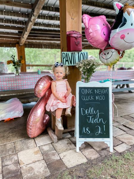 Oink 🐷 Neigh 🐴 Cluck 🐔 Moo 🐮 Dolly Jean is TWO!!! We had so much fun celebrating her birthday with all our friends & family at her favorite place (@celestialfarms) 🤍    #LTKbaby