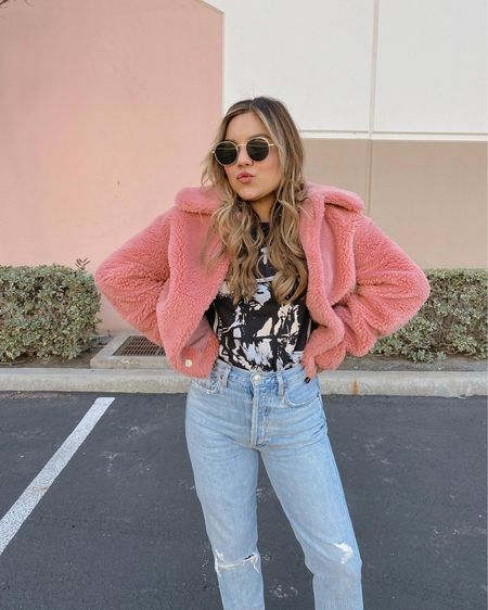 """Pic break between home decor shopping💫 why does the list of """"things to buy"""" never end!?  #outfit (jacket, tee, and jeans): @lulus  #ootd #pinkjacket #jeans #tee #lulus #casualstyle #fauxfurjacket #teddyjacket http://liketk.it/399wN #liketkit @liketoknow.it"""