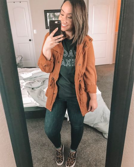 """*Temp drops below 80 degrees* Me: 🍂🧡🍁🎃    This jacket is under $40 and I've linked it and other outfit details in the LIKEtoKNOW.it app or you can """"Shop My Latest Post"""" through the link in my bio. http://liketk.it/2xtlr #liketkit @liketoknow.it #LTKshoecrush #LTKsalealert #LTKunder50"""