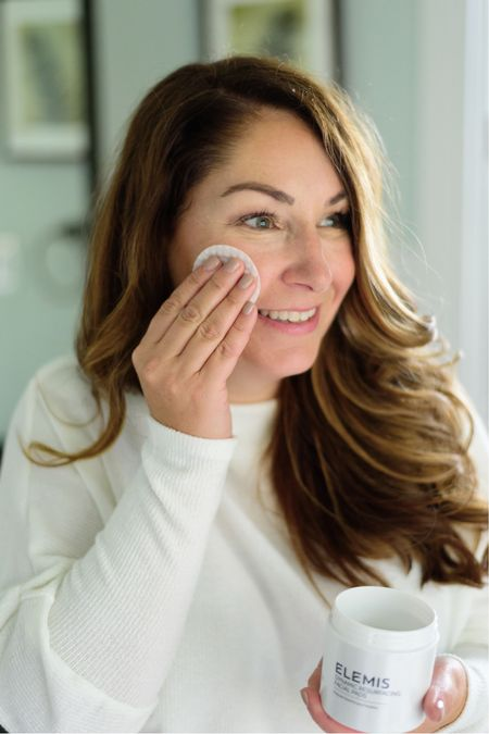 Elemis Dynamic Resurfacing Facial Pads  Friends and Family Sale with 25% through October 18th with code FF25 plus get a 3 piece gift with orders $100+  After October 18th use code RYANNE20 for 20% off!  Fall skincare routine  Women's skincare  Fall beauty routine   #LTKbeauty #LTKSeasonal #LTKhome